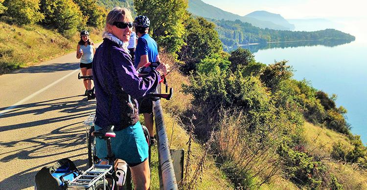 Cykelferie Albanien Med Ruby Rejser Gæstfrihed På Albansk