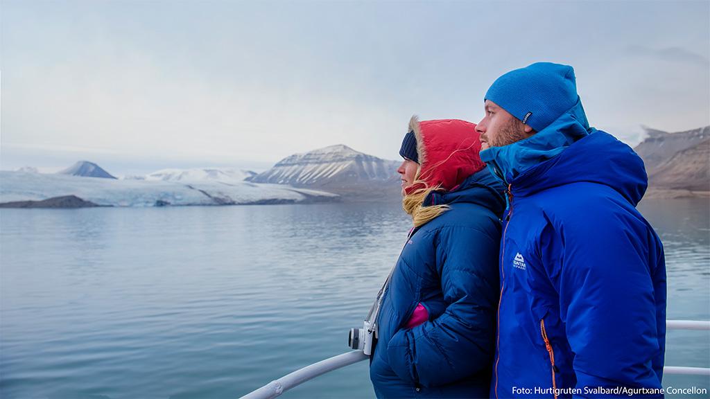Bådtur til den russiske mineby Pyramiden på Svalbard