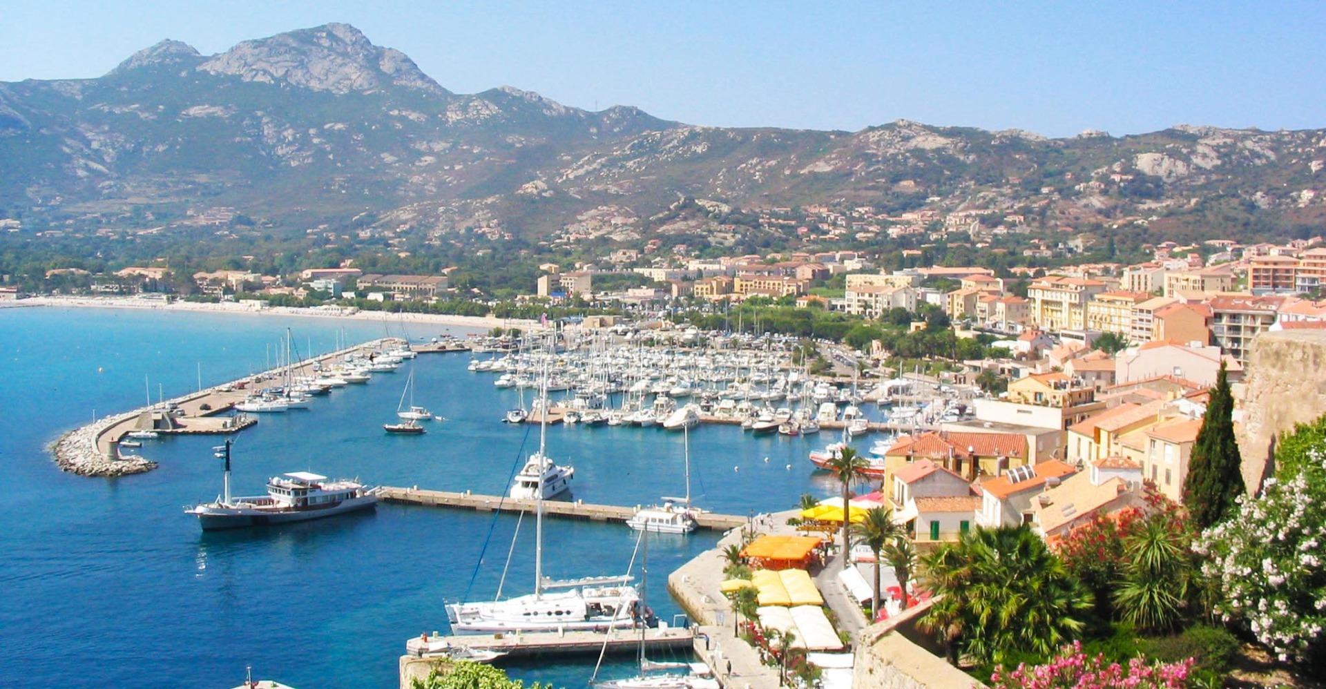 Calvi, havn Korsika sommer