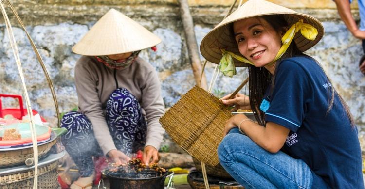 Kvinde på marked i Vietnam