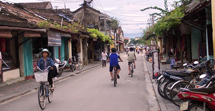 Lokale på cykel i Vietnam