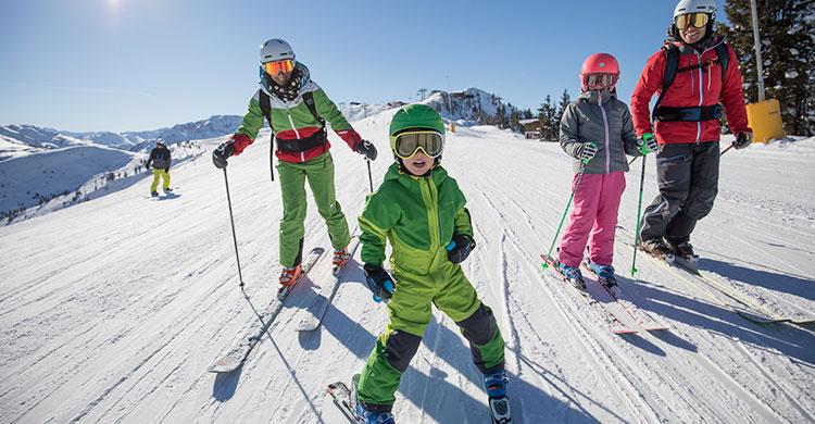 Familie på ski i Østrig