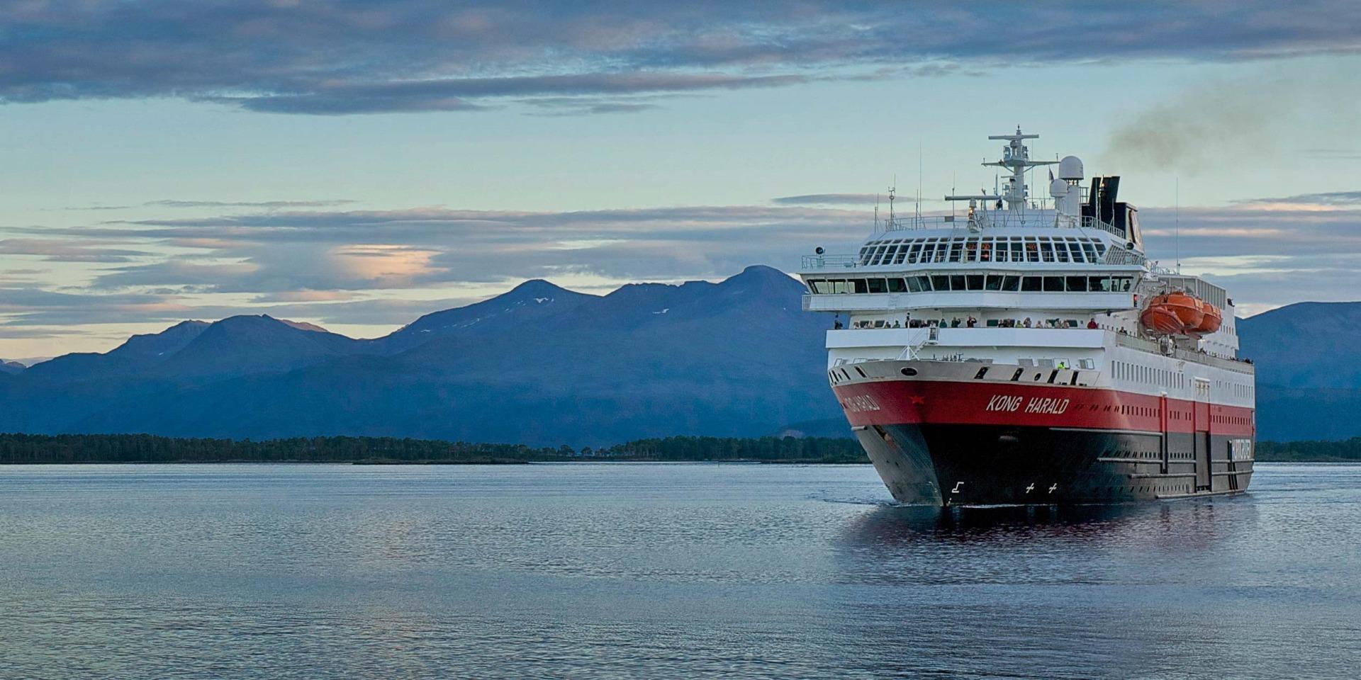 Kong Harald med Hurtigruten - Ruby Rejser