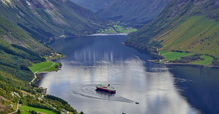 Den norske kyst med hurtigruten