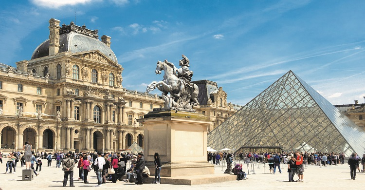Louvre Museum i Paris