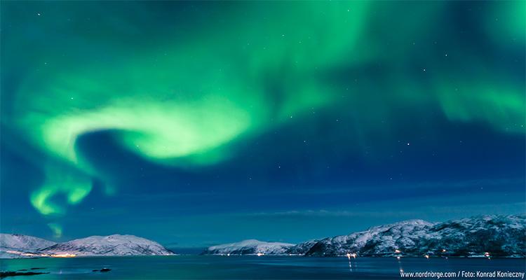 Nordlys over Troms landskab