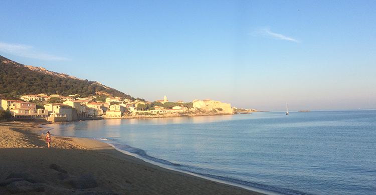 SMuk strand på Korsika
