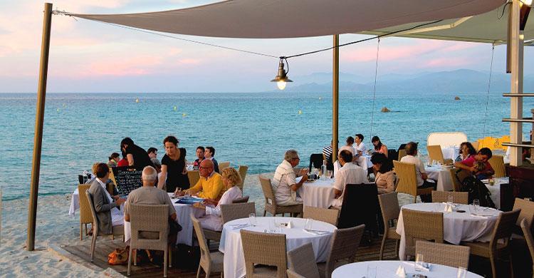 Strand restaurant på Korsika