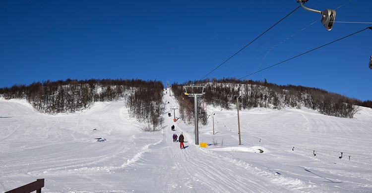 Skilift op på bjerget