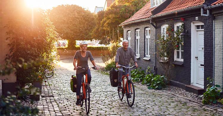 Cyklister på brostensvej