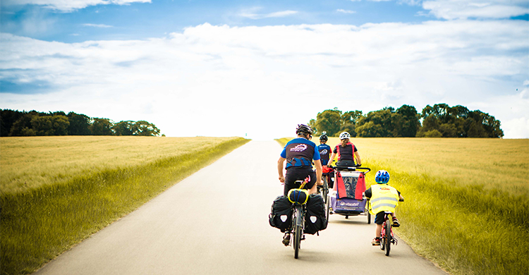 Familie  på cykelferie