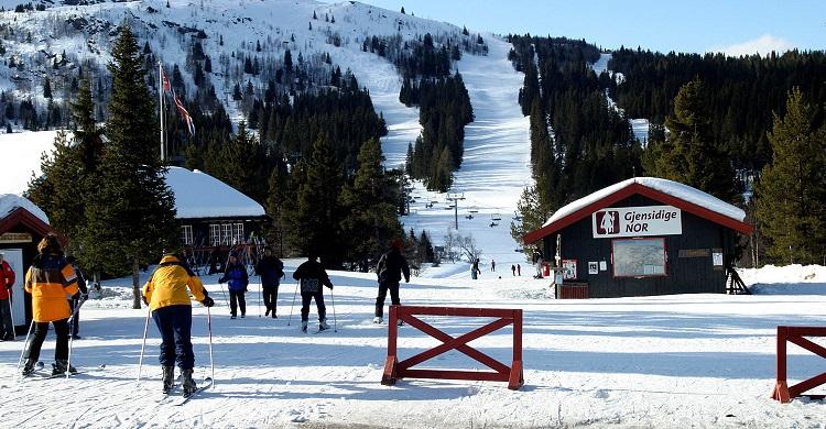 Folk i alpincenteret i Gålå